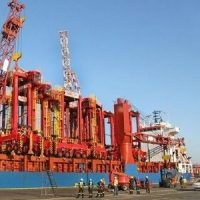 Durban Container Terminal takes delivery of more straddle carriers